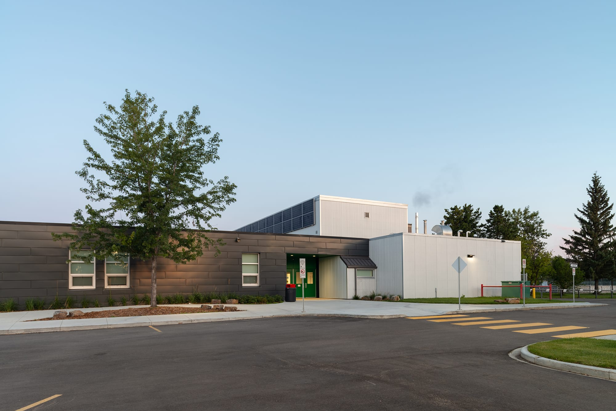 Caernarvon Elementary School exterior entrance