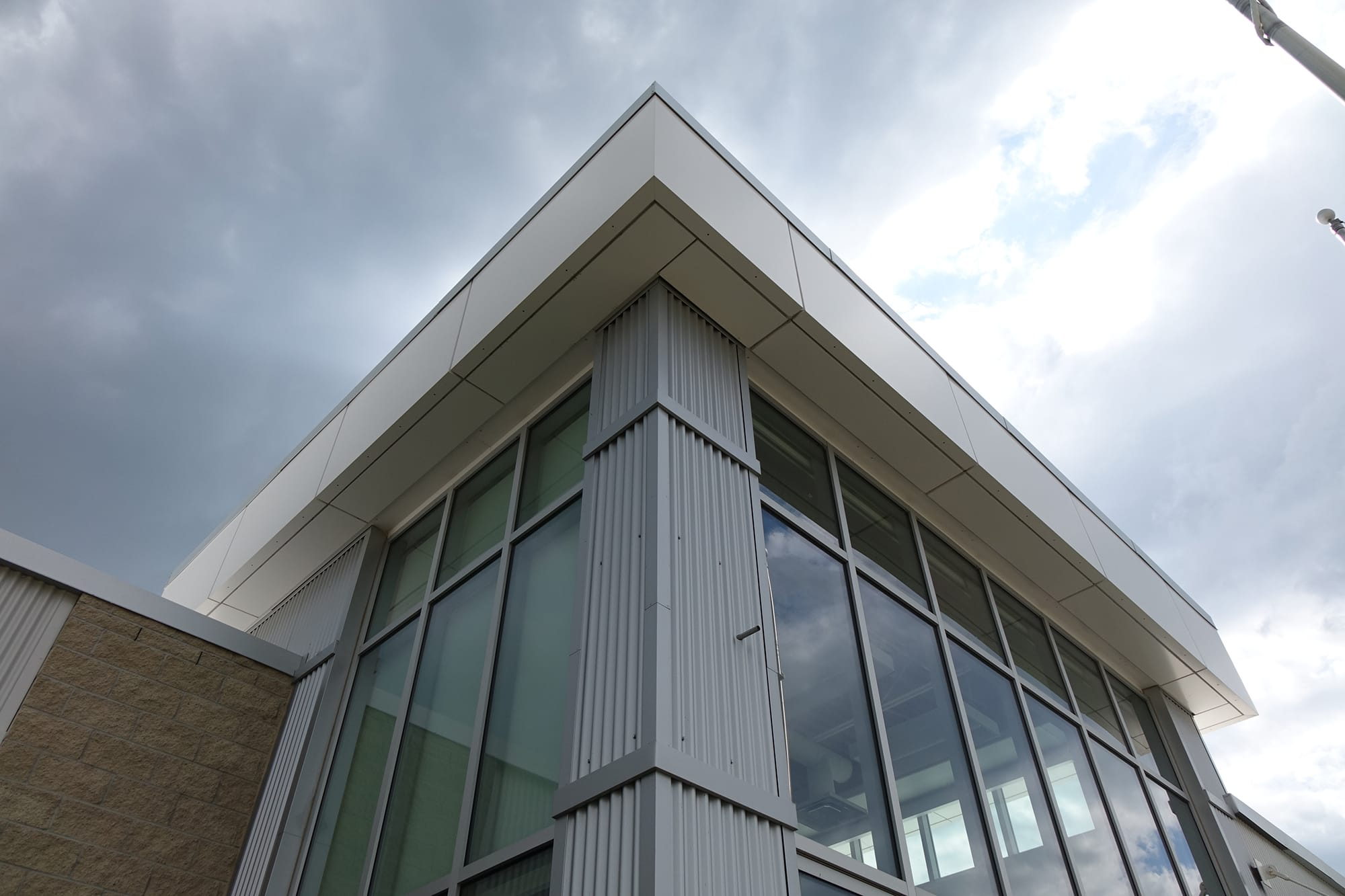 École Francophone Airdrie School exterior corner looking up
