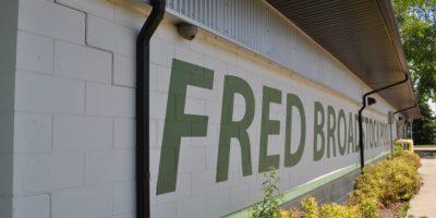 d Broadstock Outdoor Pool sign