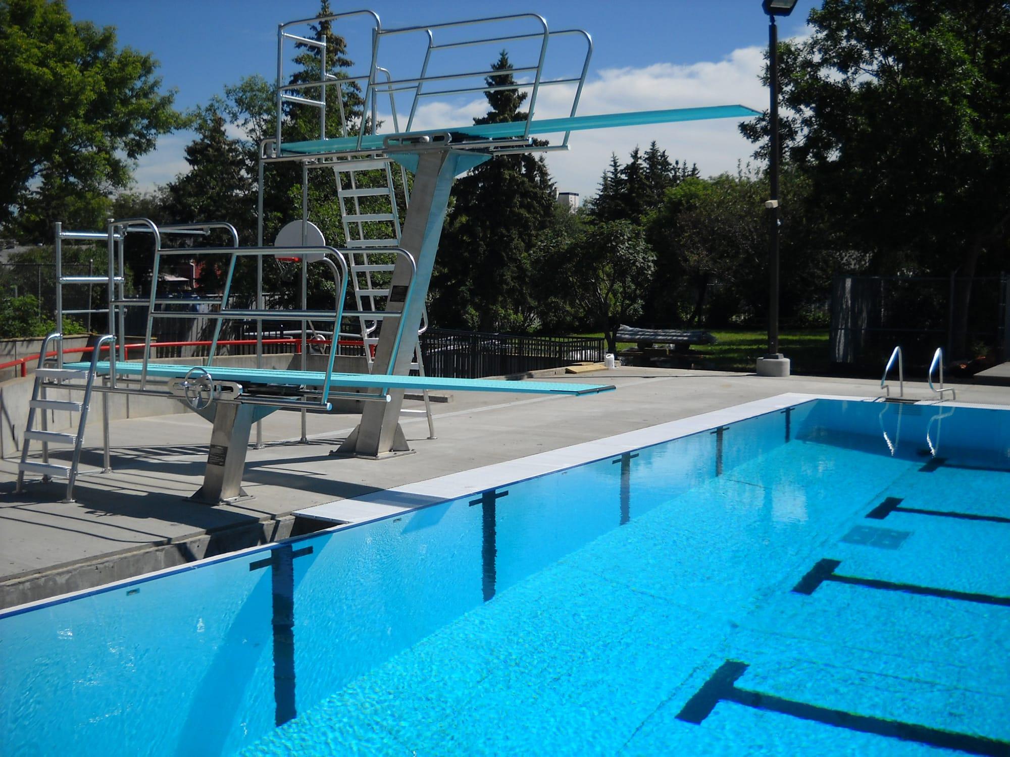 d Broadstock Outdoor Pool